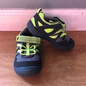 OshKosh | Boys Velcro Shoes Size 7